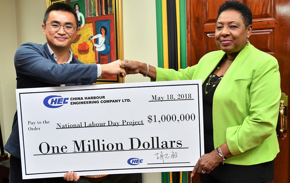 CHEC-handing-over-cheque
