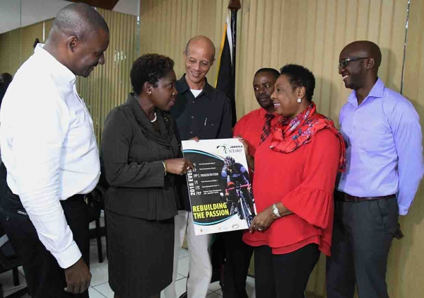 Cycling Federation pays courtesy call on Minister Grange