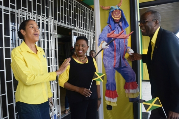 Grange Calls on Jamaicans to Show 'Spirit of Independence'