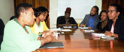 The Honourable Olivia Grange, Minister of Culture, Gender, Entertainment and Sport (left) in discussion with Karen Smith, President of the Jamaica Federation of Musicians and Affiliates Union (right), members Suzanne Brooks-Riba, Rory Frankson and Marsha Kennedy (from 2nd right to left) during a recent meeting. Senior Director of Entertainment in the Ministry, Gillian Wilkinson-McDaniel (2nd left) was also a part of the meeting which was held at the Ministry on Trafalgar Road.